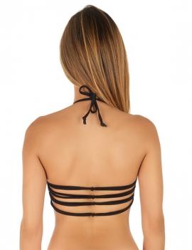 Modelo de espalda luciendo bikini peto con amarras