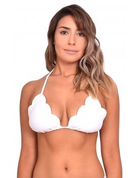 modelo con bikini estilo triangulo con bordes ovalados