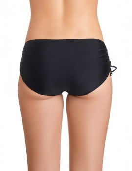 Modelo de espalda luciendo calzon de bikini drapeado en los laterales y ajustable