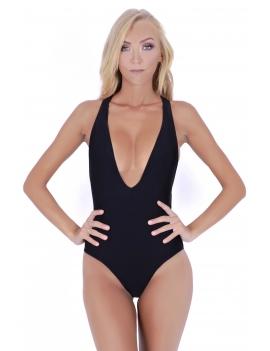 Modelo de frente luciendo traje de baño escotado