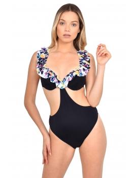 Modelo luciendo trikini con vuelos marca samia